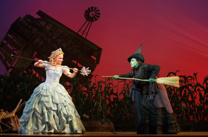 Amanda Jane Cooper as Glinda and Jessica Vosk as Elphaba in WICKED