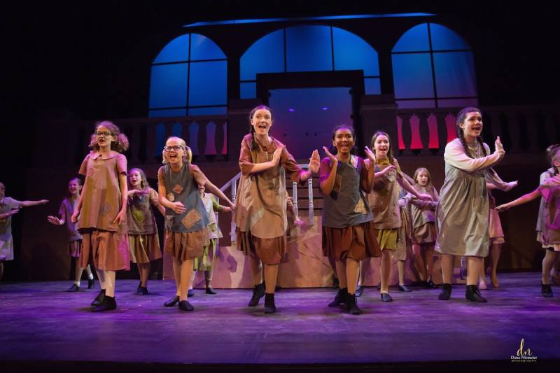 """Annie"" at the Henegar Center. Photo by Dana Niemeier Photography."